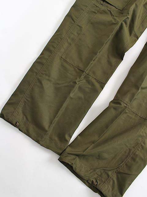 カナダ軍ウィンドオーバーパンツ置き画裾部分