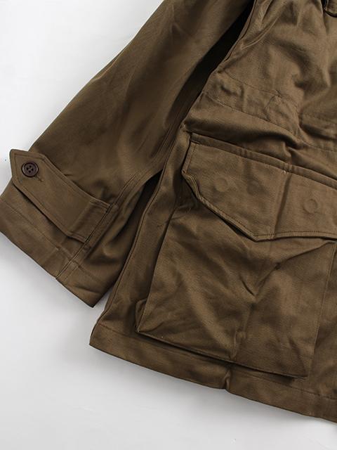 フランス軍M-47フィールドジャケットポケット裾アップ