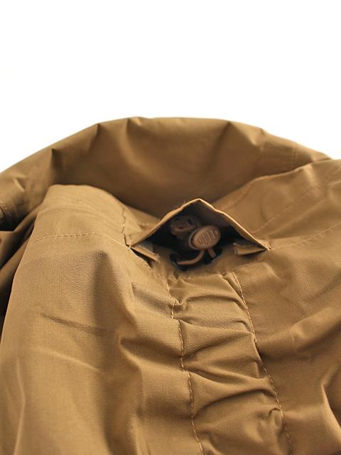 ワイルドシングスタクティカルゴアテックスジャケット背部コード収納