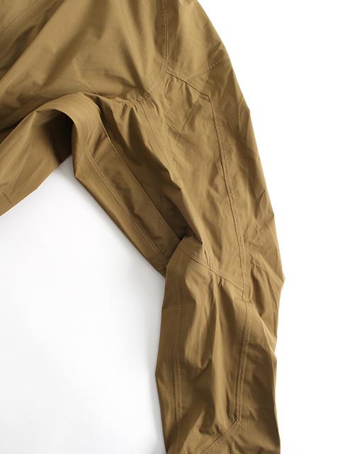 ワイルドシングスタクティカルゴアテックスジャケット袖縫製